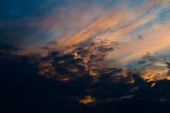 De hemel van de de herfstzonsondergang Kleurrijke avondhemel, Royalty-vrije Stock Fotografie