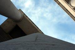 De hemel voorbij de colonnade Stock Foto