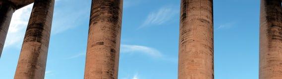 De hemel voorbij de colonnade Stock Afbeelding
