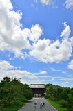 De hemelachtergrond van de Ninnajitempel, de zomer van Kyoto Royalty-vrije Stock Foto's