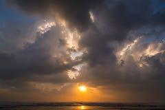 De hemelachtergrond van de wolkenzonsondergang Stock Fotografie