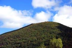 De hemellicht en schaduw van de berg Stock Foto