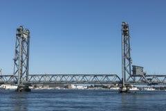 De Herdenkingsbrug over de Piscataqua-Rivier, in Portsmouth, w royalty-vrije stock fotografie