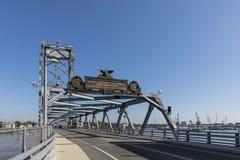 De Herdenkingsbrug over de Piscataqua-Rivier, in Portsmouth, w stock foto's