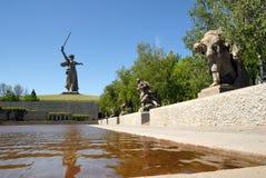 De Herdenkingsobelisk van de Wereldoorlog II op Mamayev Kurgan Stock Fotografie