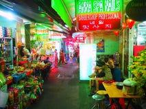 De herenkapper van Saigonho chi minh city bij nacht, Vietnam Stock Foto's