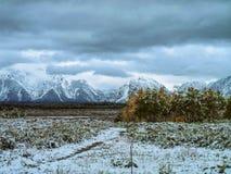 De herfst aan de Winterscène van Jackson Lake Lodge, WY Stock Afbeelding