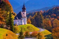 De herfst in Alpen stock afbeelding