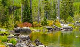 De herfst bij het meer royalty-vrije stock foto