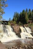 De herfst bij Kruisbes valt watervallen Minnesota Stock Foto