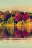 De herfst bij meer royalty-vrije stock afbeelding