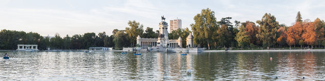 De herfst bij Retiro-Park, Madrid (Parque Gr Retiro) Royalty-vrije Stock Foto