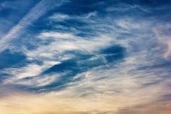 De herfst blauwe hemel en wolken Royalty-vrije Stock Afbeelding