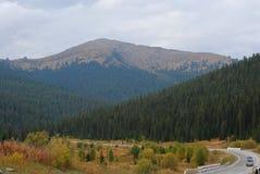 De herfst in de bergen in bewolkt weer Royalty-vrije Stock Fotografie
