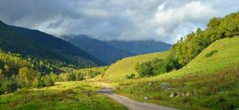 De herfst in de Kaukasus Stock Fotografie