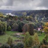 De herfst in een regionaal park van Neris van Litouwen stock foto's
