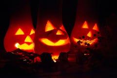 De herfst en Halloween-de decoratie met pompoenen sneden in het kaarslicht in dark Royalty-vrije Stock Afbeelding