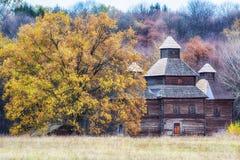 De herfst in etnisch museum Pirogovo stock fotografie