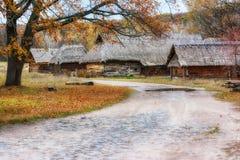 De herfst in etnisch museum Pirogovo royalty-vrije stock fotografie