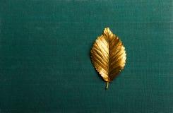 De herfst gouden Blad met exemplaarruimte stock afbeeldingen