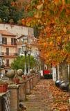 De herfst in het Italiaans stad Stock Fotografie