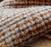De herfst of het koude de winter verwarmen met deken en brand Een comfortabele scène die de warmte van het huis op die koude nach stock foto's