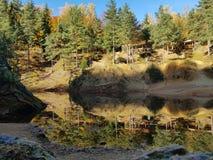 De herfst in de kleurenmeer van Polen royalty-vrije stock foto's