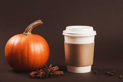 De herfst kruidige latte Stock Foto's