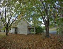 De herfst landelijk huis Royalty-vrije Stock Afbeelding