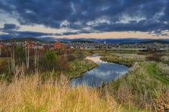 De herfst landelijk landschap in de Ural-bergen royalty-vrije stock afbeeldingen