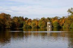 De herfst op de lake Royalty-vrije Stock Fotografie