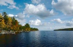 De herfst op Ladoga Stock Foto