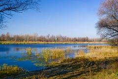 De herfst op rivier ob-1 Royalty-vrije Stock Afbeeldingen