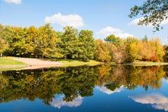 De herfst in Sokolniki Stock Afbeeldingen