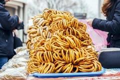 De herfst Verkoop van ongezuurde broodjes, schapen in de straat Stock Foto's