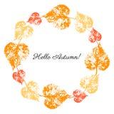 De herfst verlaat kroon op witte achtergrond, Rond kleurrijk kader, hand getrokken afdruk vector kruidenwijnoogst royalty-vrije illustratie