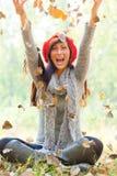 De herfst werpt vrouw Royalty-vrije Stock Fotografie