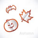 De herfstachtergrond met bladeren, pompoen en knuppelorigami Stock Fotografie