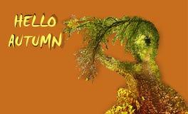 De herfstachtergrond met golvende boom en weg Royalty-vrije Stock Afbeelding