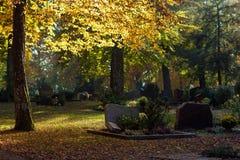 De herfstbegraafplaats Stock Fotografie