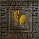 De herfstblad op de wegtegel Stock Foto