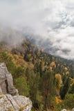 De herfstdag in de bergen Stock Afbeeldingen