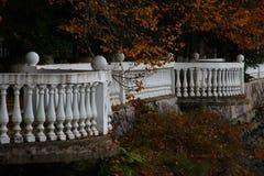 De herfstdijk van een ver land royalty-vrije stock afbeeldingen