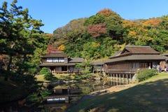 De herfstgebladerte in de Sankeien-Tuin, Yokohama, Kanagawa, Japan Royalty-vrije Stock Afbeeldingen