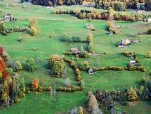 De herfstgevoel op de weilanden en de weiden van Thur-Riviervallei stock foto