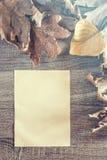 De herfstkader met uitstekend document Royalty-vrije Stock Afbeeldingen