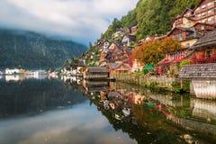 De herfstkleuren op Meer in Hallstatt Royalty-vrije Stock Foto