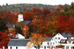 De herfstkleuren over een kleine stad Royalty-vrije Stock Afbeelding