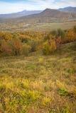 De herfstlandschap in de bergen van lago-Naki Stock Afbeelding