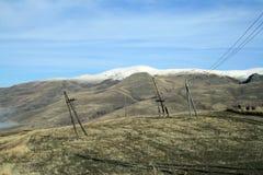 De herfstlandschap, gebieden en weiden, snow-capped bergen en heuvels van Armenië stock foto